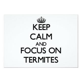 Guarde la calma y el foco en termitas invitación 12,7 x 17,8 cm