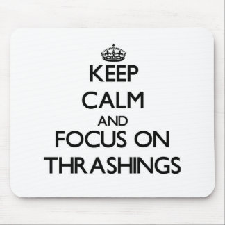 Guarde la calma y el foco en Thrashings Alfombrillas De Ratones