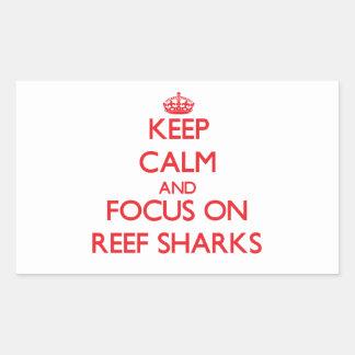 Guarde la calma y el foco en tiburones del filón rectangular pegatinas