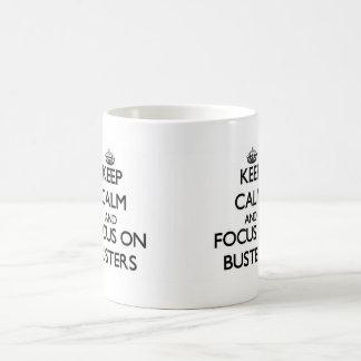 Guarde la calma y el foco en tipos tazas