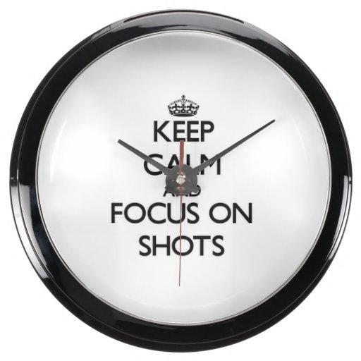 Guarde la calma y el foco en tiros relojes acuario