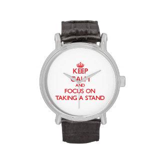 Guarde la calma y el foco en tomar un soporte relojes de mano