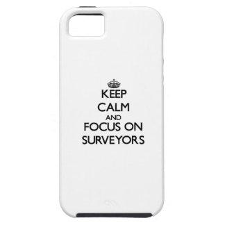 Guarde la calma y el foco en topógrafos iPhone 5 cárcasa