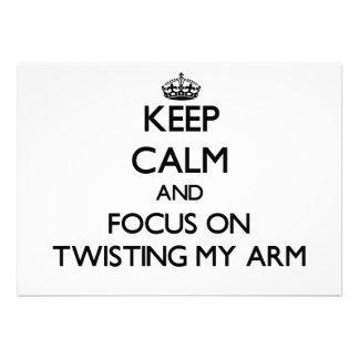 Guarde la calma y el foco en torcer mi brazo