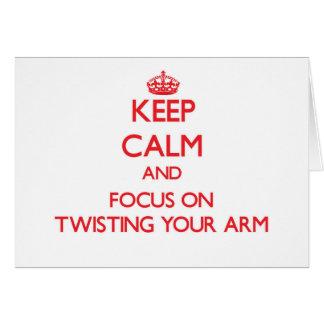 Guarde la calma y el foco en torcer su brazo felicitaciones
