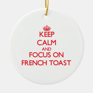 Guarde la calma y el foco en tostada francesa adorno navideño redondo de cerámica