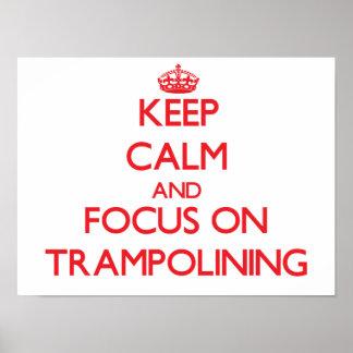 Guarde la calma y el foco en Trampolining Poster