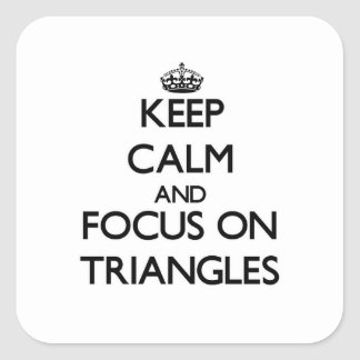 Guarde la calma y el foco en triángulos colcomania cuadrada