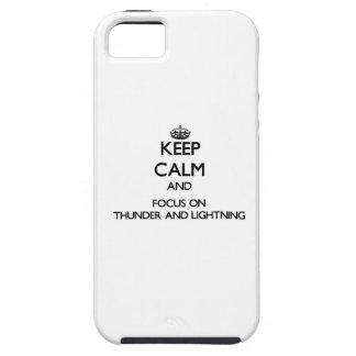 Guarde la calma y el foco en trueno y relámpago iPhone 5 Case-Mate funda