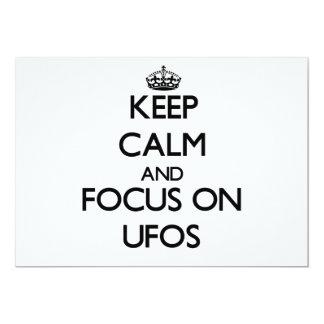 Guarde la calma y el foco en Ufos Invitacion Personalizada