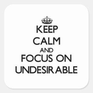 Guarde la calma y el foco en Undesirable Calcomania Cuadradas