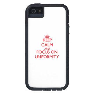 Guarde la calma y el foco en uniformidad iPhone 5 Case-Mate protector