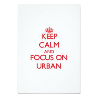 Guarde la calma y el foco en urbano invitaciones personalizada