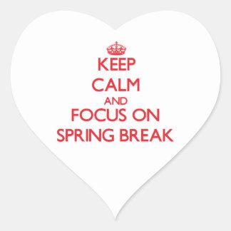 Guarde la calma y el foco en vacaciones de pegatina en forma de corazón