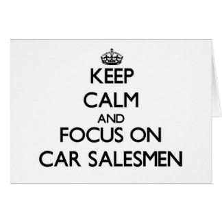 Guarde la calma y el foco en vendedores de coches tarjeta pequeña