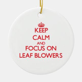 Guarde la calma y el foco en ventiladores de hoja adorno navideño redondo de cerámica
