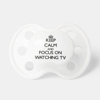 Guarde la calma y el foco en ver la TV