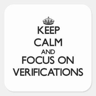 Guarde la calma y el foco en verificaciones pegatinas cuadradases personalizadas