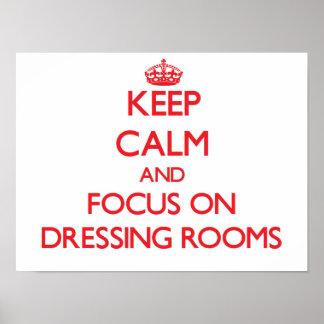 Guarde la calma y el foco en vestuarios poster