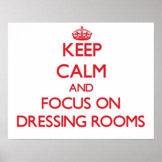 Guarde la calma y el foco en vestuarios posters