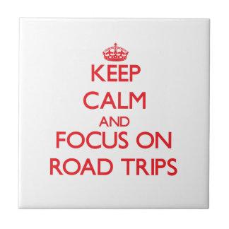 Guarde la calma y el foco en viajes por carretera azulejos