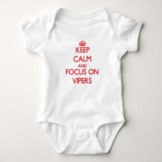 Guarde la calma y el foco en víboras mameluco de bebé
