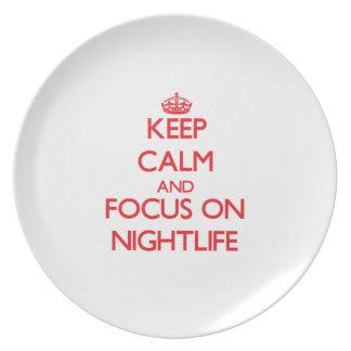 Guarde la calma y el foco en vida nocturna plato de cena