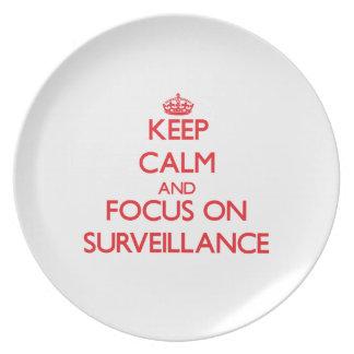 Guarde la calma y el foco en vigilancia plato