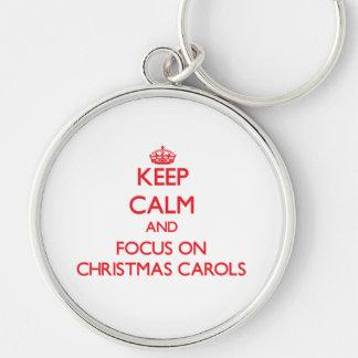 Guarde la calma y el foco en villancicos del navid llaveros