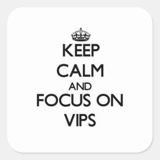 Guarde la calma y el foco en Vips Calcomania Cuadradas Personalizadas