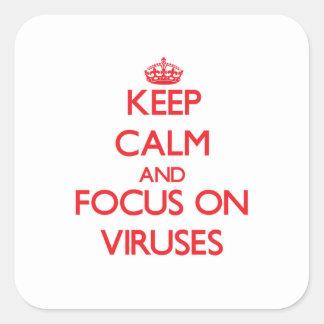 Guarde la calma y el foco en virus pegatina cuadrada