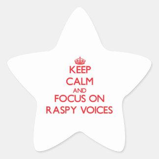 Guarde la calma y el foco en voces Raspy
