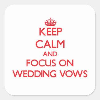 Guarde la calma y el foco en votos de boda pegatina cuadrada