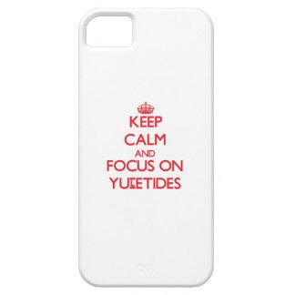 Guarde la calma y el foco en Yuletides iPhone 5 Carcasa