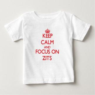 Guarde la calma y el foco en Zits Poleras