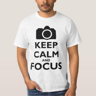 Guarde la calma y el foco - fotografía playera
