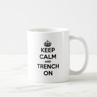 Guarde la calma y el foso en la taza de café