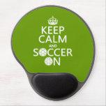 Guarde la calma y el fútbol encendido alfombrilla con gel