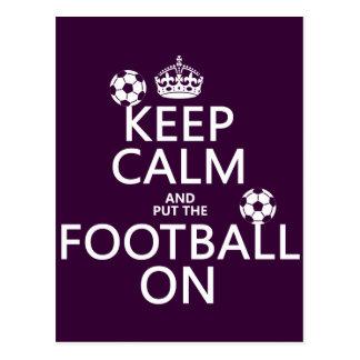 Guarde la calma y el fútbol (puesto) en (el tarjetas postales