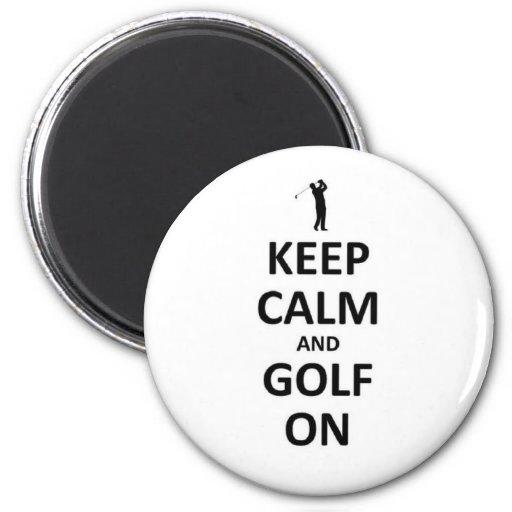 Guarde la calma y el golf encendido iman de frigorífico