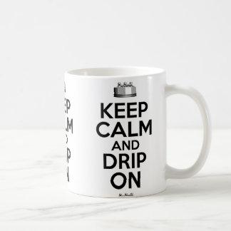 Guarde la calma y el goteo encendido taza básica blanca