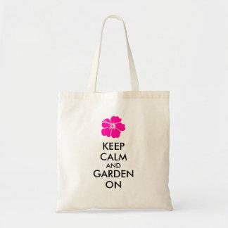 Guarde la calma y el jardín encendido bolsas lienzo