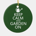 Guarde la calma y el jardín encendido adorno redondo de cerámica