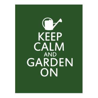 Guarde la calma y el jardín encendido tarjetas postales