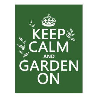Guarde la calma y el jardín encendido - todos los tarjetas postales