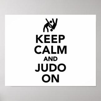 Guarde la calma y el judo encendido póster