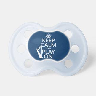 Guarde la calma y el juego en (arpa) (cualquier co chupete de bebé