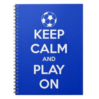 Guarde la calma y el juego en azul spiral notebook