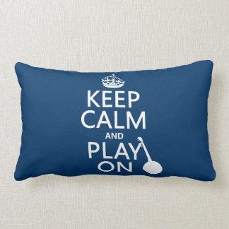 Guarde la calma y el juego en banjo cualquier c almohadas