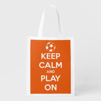 Guarde la calma y el juego en blanco en fútbol bolsa para la compra